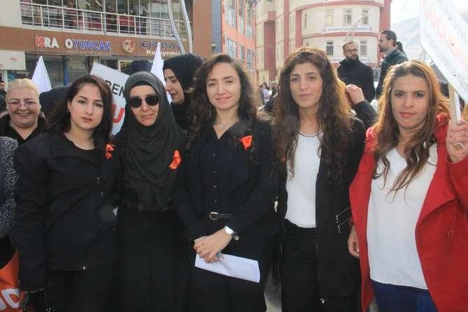 Ak kadınlar yürüyüş düzenledi galerisi resim 1