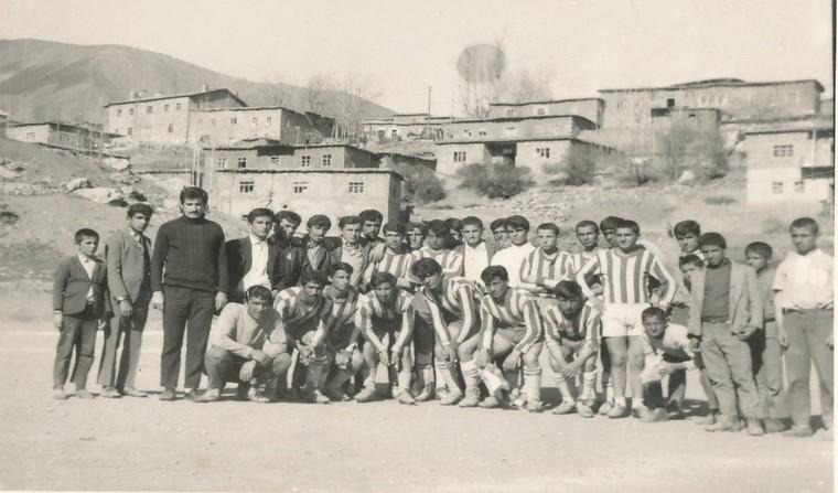 Hakkâri futbolunda eski kareler.1 galerisi resim 1