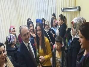 Başkan Epcim, kadınlara Gül dağıttı