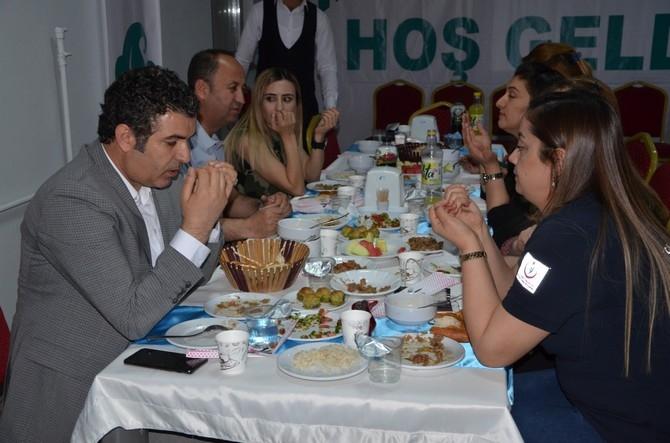 Vali Akbıyık sağlık çalışanları ile iftar açtı galerisi resim 4