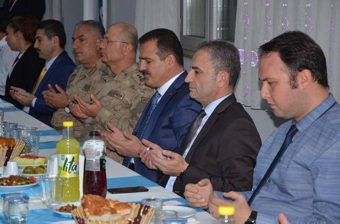 Vali Akbıyık sağlık çalışanları ile iftar açtı galerisi resim 6