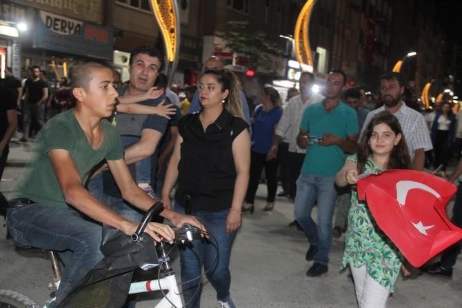 Hakkari'de Milli Birlik ve Demokrasi yürüyüşü galerisi resim 20
