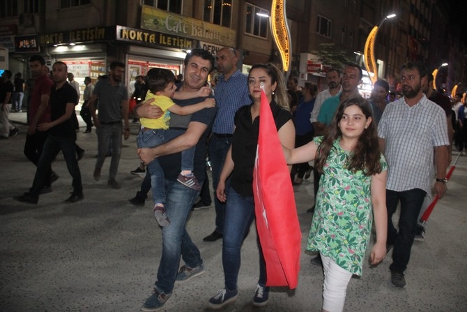 Hakkari'de Milli Birlik ve Demokrasi yürüyüşü galerisi resim 21