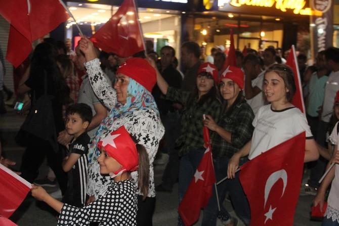 Hakkari'de Milli Birlik ve Demokrasi yürüyüşü galerisi resim 8