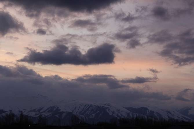 Karlı dağlarla bulutların görsel şöleni galerisi resim 1