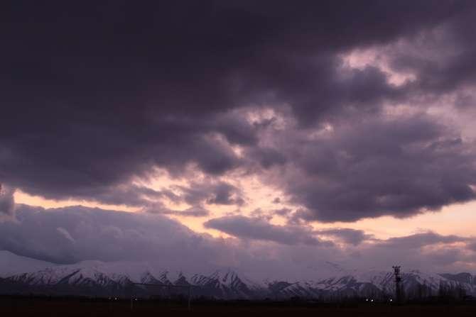 Karlı dağlarla bulutların görsel şöleni galerisi resim 6