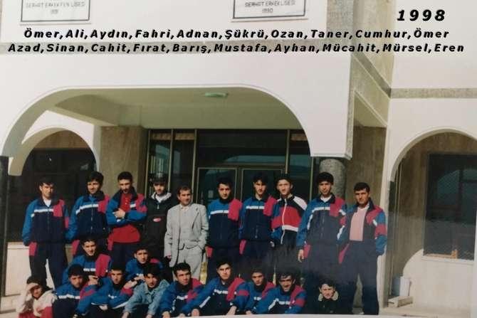 Hakkari futbolundan eski kareler(1) galerisi resim 13