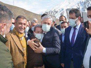 Başkan Özbek'e Sevgi Seli