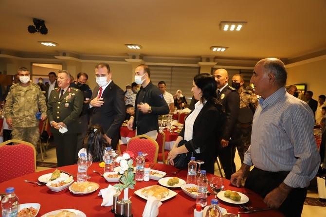Şehit ve Gazi yakınları onuruna yemek galerisi resim 1