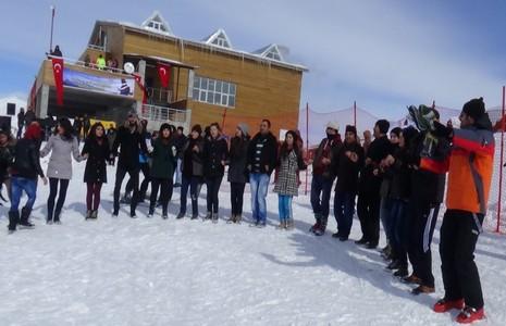 Kayak merkezi halaylarla açıldı galerisi resim 2