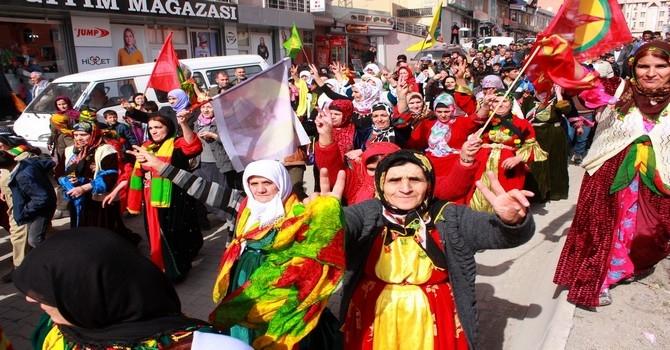 Ulusal Kıyafet yürüyüşüne onbinler katıldı galerisi resim 1