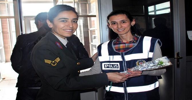 Jandarma kadınları unutmadı galerisi resim 1