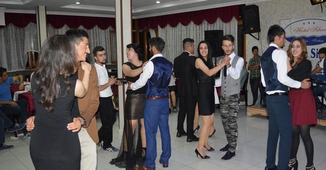 Sümbül Anadolu Lisesi mezuniyet gecesi galerisi resim 29