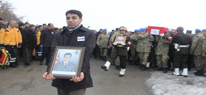 Hakkarili teğmen toprağa verildi galerisi resim 1