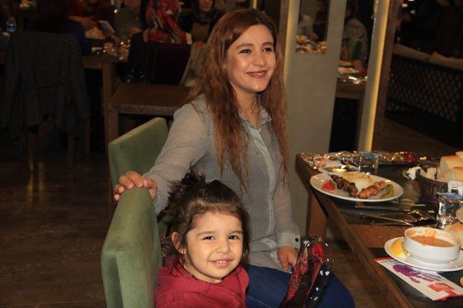 Hakkari'de Halaylı 8 Mart kutlaması galerisi resim 8