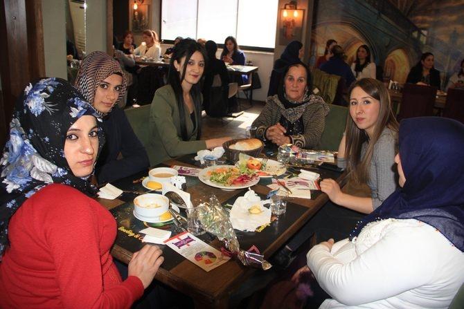 Hakkari'de Halaylı 8 Mart kutlaması galerisi resim 9