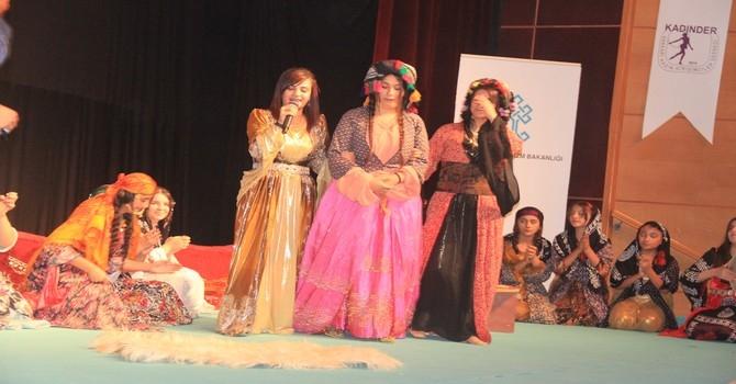 Bir tutam kültür tiyatro oyunu galerisi resim 16