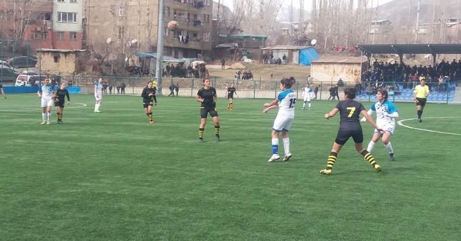 Alkışlar Kadın Futbol Takımına.. galerisi resim 1
