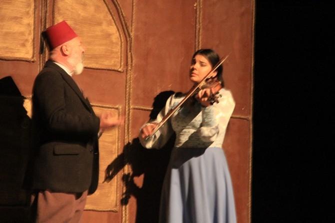 """""""Usta"""" isimli tiyatro oyunu Hakkari'de sergilendi galerisi resim 1"""