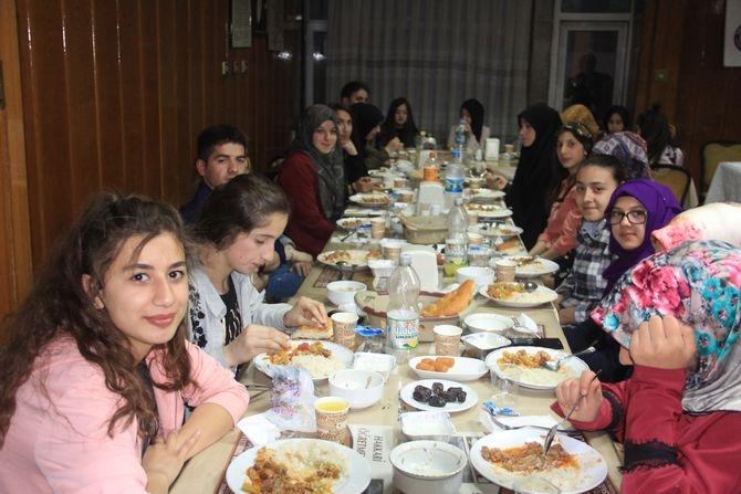 Genç Memur-Sen'den anlamlı iftar yemeği galerisi resim 1