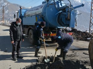Hakkari'de kanalizasyon arızasıyla mücadele