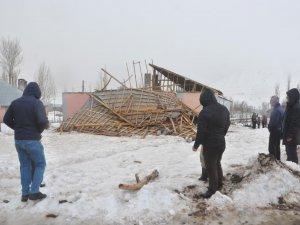 Şiddetli fırtına çatı uçurdu