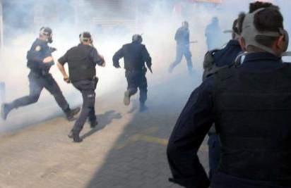 DAĞGÖL/DE BU DEFA POLİS SLOGAN ATTI