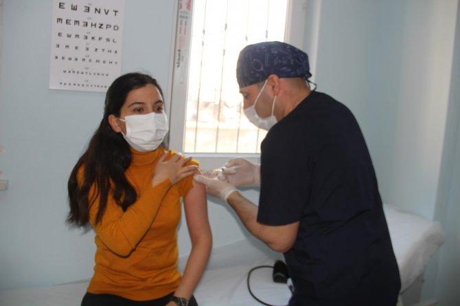 Müdür Gür, öğretmenler aşı olmaya başladı