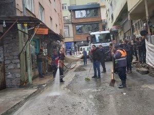 Belediye ekipleri  kirliliğe geçit vermiyor