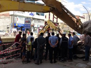 Cengiz Topel Caddesi yenileniyor