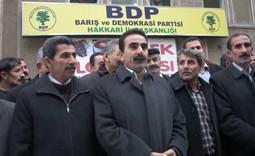 HAKKARİ/DE  BDP TABELASI ASILDI