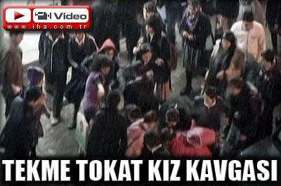 LİSELİ KIZLAR TEKME-TOKAT KAVGA ETTİ