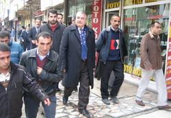 HAKKARİ'DE AKP'YE TEPKİ