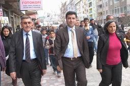 DEMİRTAŞ HAKKARİ/DE HALKA SESLENDİ