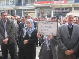 ŞÜPHELİ ÖLÜMÜ PROTESTO EDİLDİ
