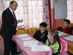 Hakkari'deki okullara süt dağıtıldı
