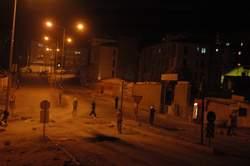 Hakkari'de göstericiler kimlik kontrolü yaptı
