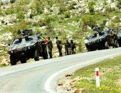 Hakkari'de askeri araçlara roketli saldırı
