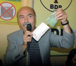 BDP Cemil Çiçek'e kına yaktı