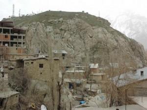 Kale'de düşen kaya bir vatandaşı hastanelik etti