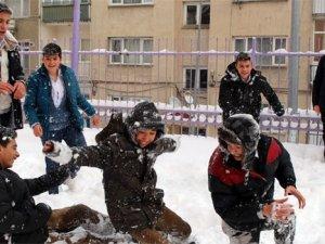 Gürpınar'da eğitime kar tatili