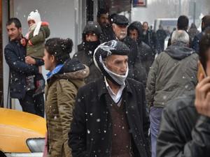 Yüksekova'da kar yağışı yeniden başladı!