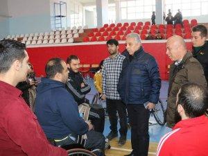 Vali Toprak, sporcuları ziyaret etti