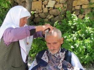 20 yıldır kocasını tıraş ediyor!