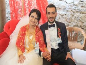 Aşiret temsilcisi işadamı oğluna festival gibi düğün!