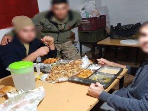 Başkan'dan askerlere etli ekmek!