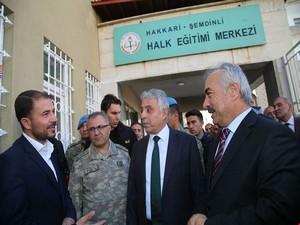 Şemdinli'de muhtarlar toplantısı düzenlendi