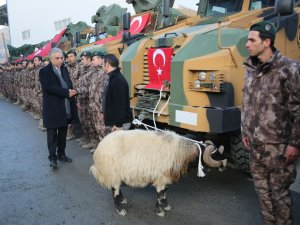 Yeni zırhlı araçlar dualarla hizmete sunuldu