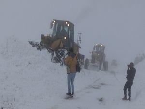 2 bin 600 rakımda karla mücadele çalışması!
