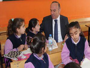 Başkan Kaşıkçı, öğrencileri okullara süt dağıttı